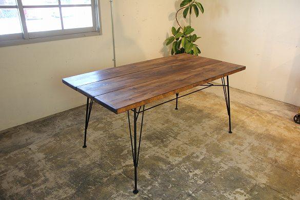 このシーンで使われているアイテム画像(Danテーブル/ヴィンテージ加工のダイニングテーブル)