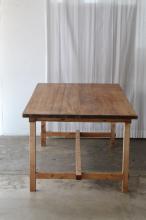 このコーディネートシーンで使われているアイテム画像(大きなテーブル)