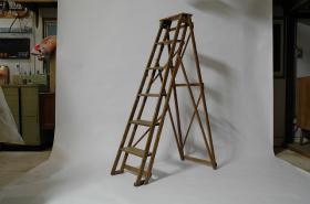 このコーディネートシーンで使われているアイテム画像(vintage ladder)