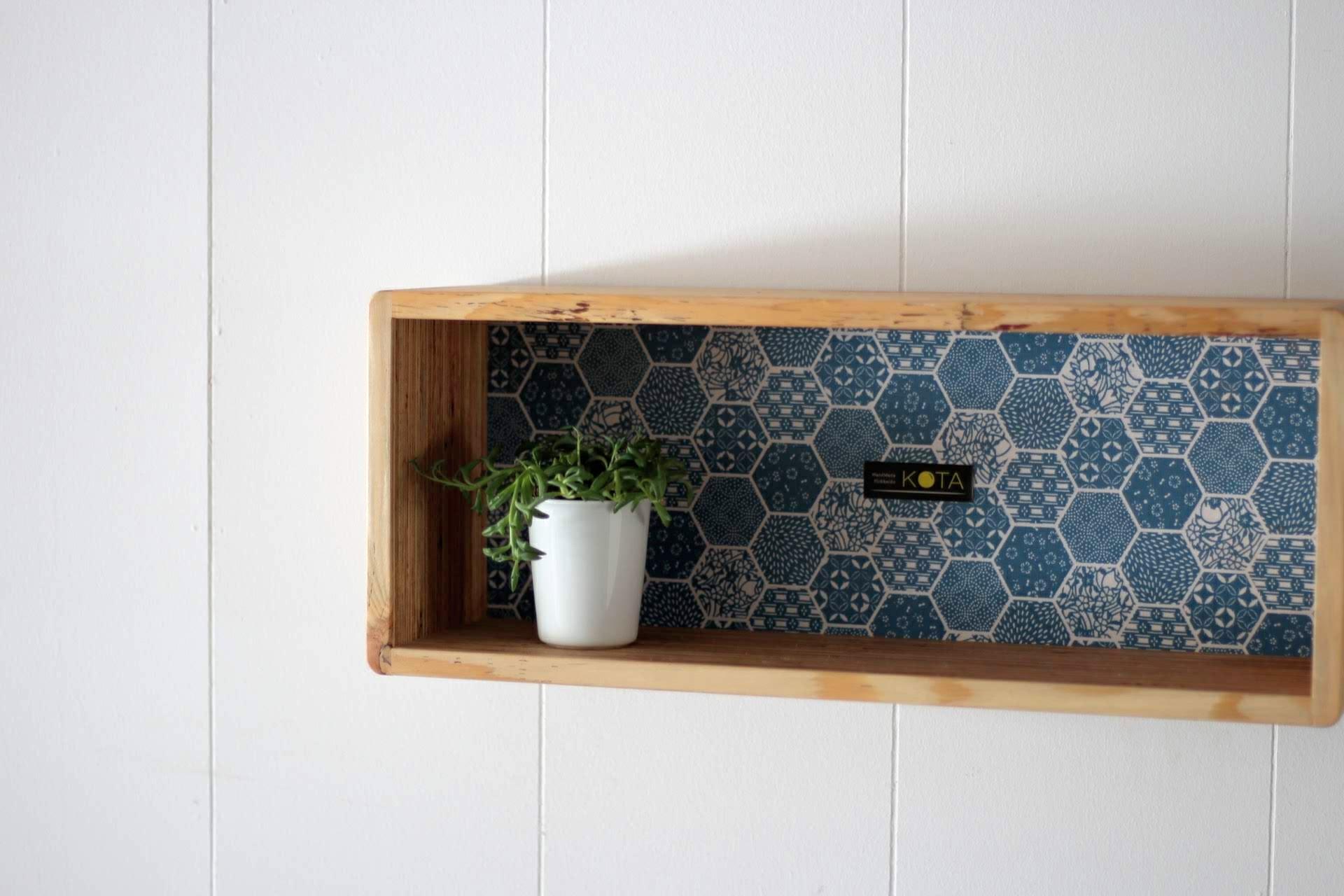 アイテム画像(KOTAオリジナル 和柄箱型飾り棚(和柄ブルー))メイン