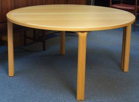 このコーディネートシーンで使われているアイテム画像(ビーチ 丸テーブル)