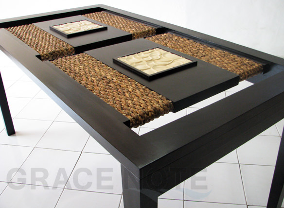 アイテム画像(ガラス天板の彫刻が高級感を醸しだすダイニングテーブル)メイン