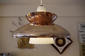 このコーディネートシーンで使われているアイテム画像(UFOペンダントランプ)