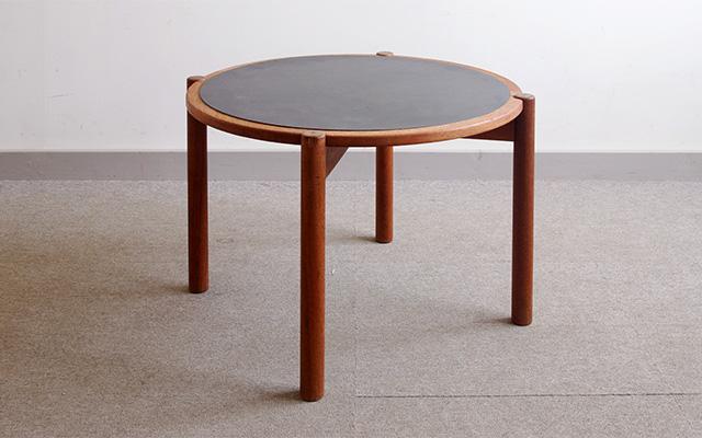 このシーンで使われているアイテム画像(Hans J. Wegner ビンテージコーヒーテーブル)