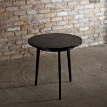 このコーディネートシーンで使われているアイテム画像(インダストリアル・メタル ラウンドコーヒーテーブル)