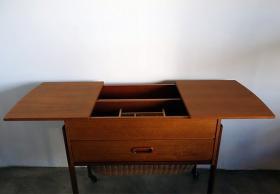 アイテム画像(Sewing table)サムネイル