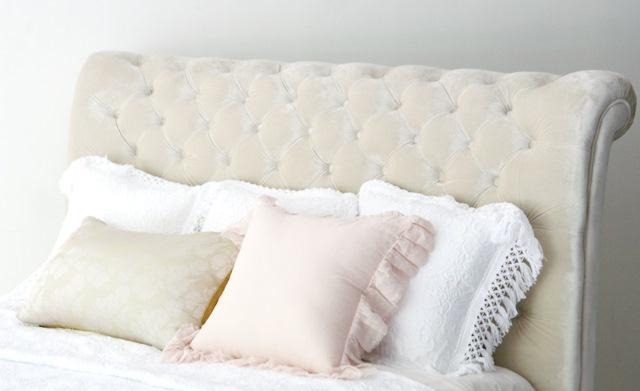 アイテム画像(Velvet Diamond Tufted Bed)メイン