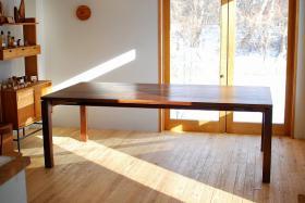 このコーディネートシーンで使われているアイテム画像(ブラックウォルナットのダイニングテーブル)